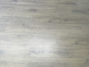 colocacion-de-tarima-de-madera-resistente-al-agua