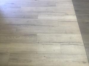 colocacion-de-tarima-de-madera-resistente-al-agua-en-granada