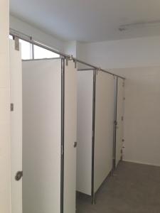 puertas-de-cabinas-sanitarias