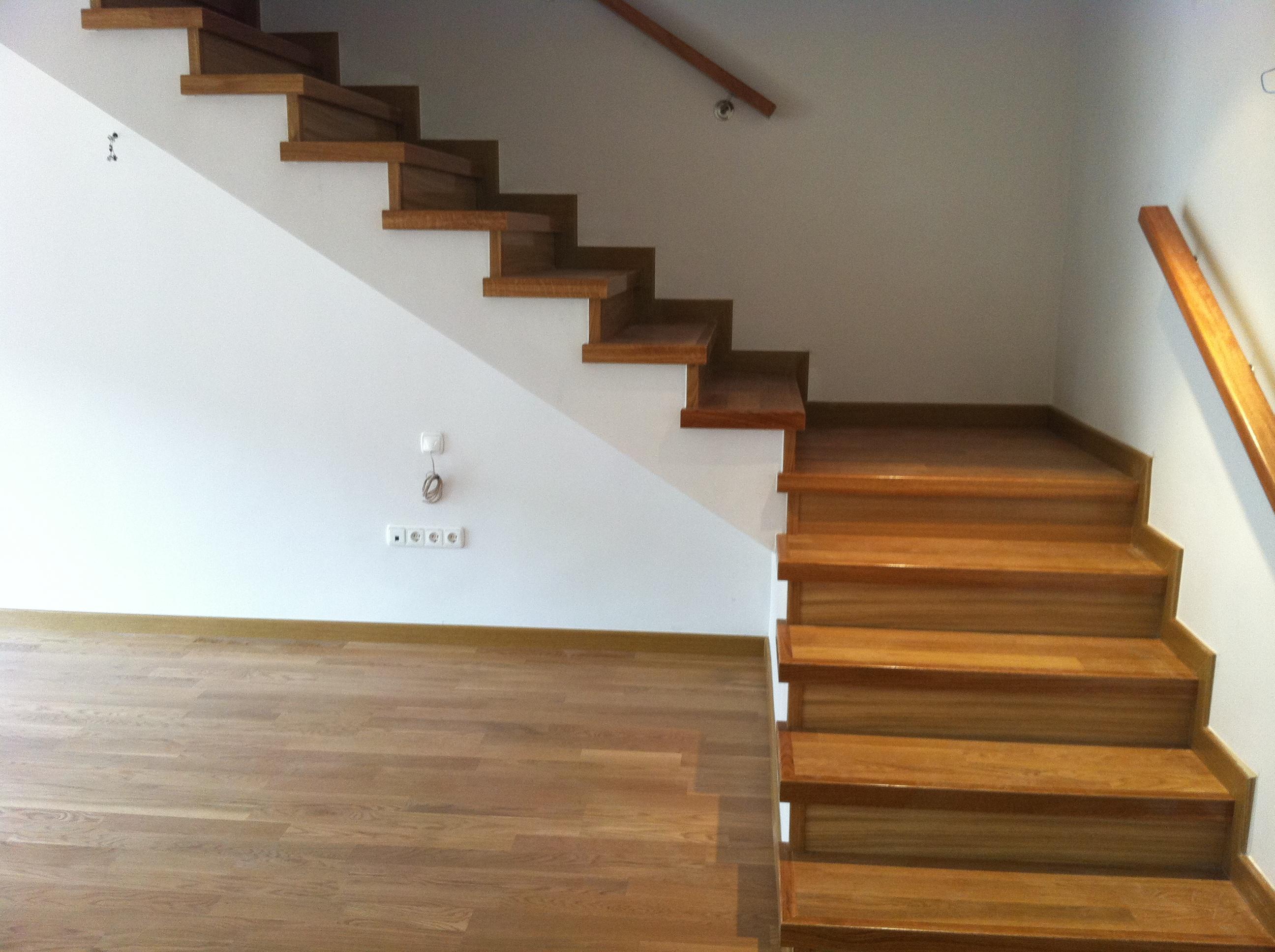 Escaleras y escalones de madera a medida en granada - Escaleras a medida ...
