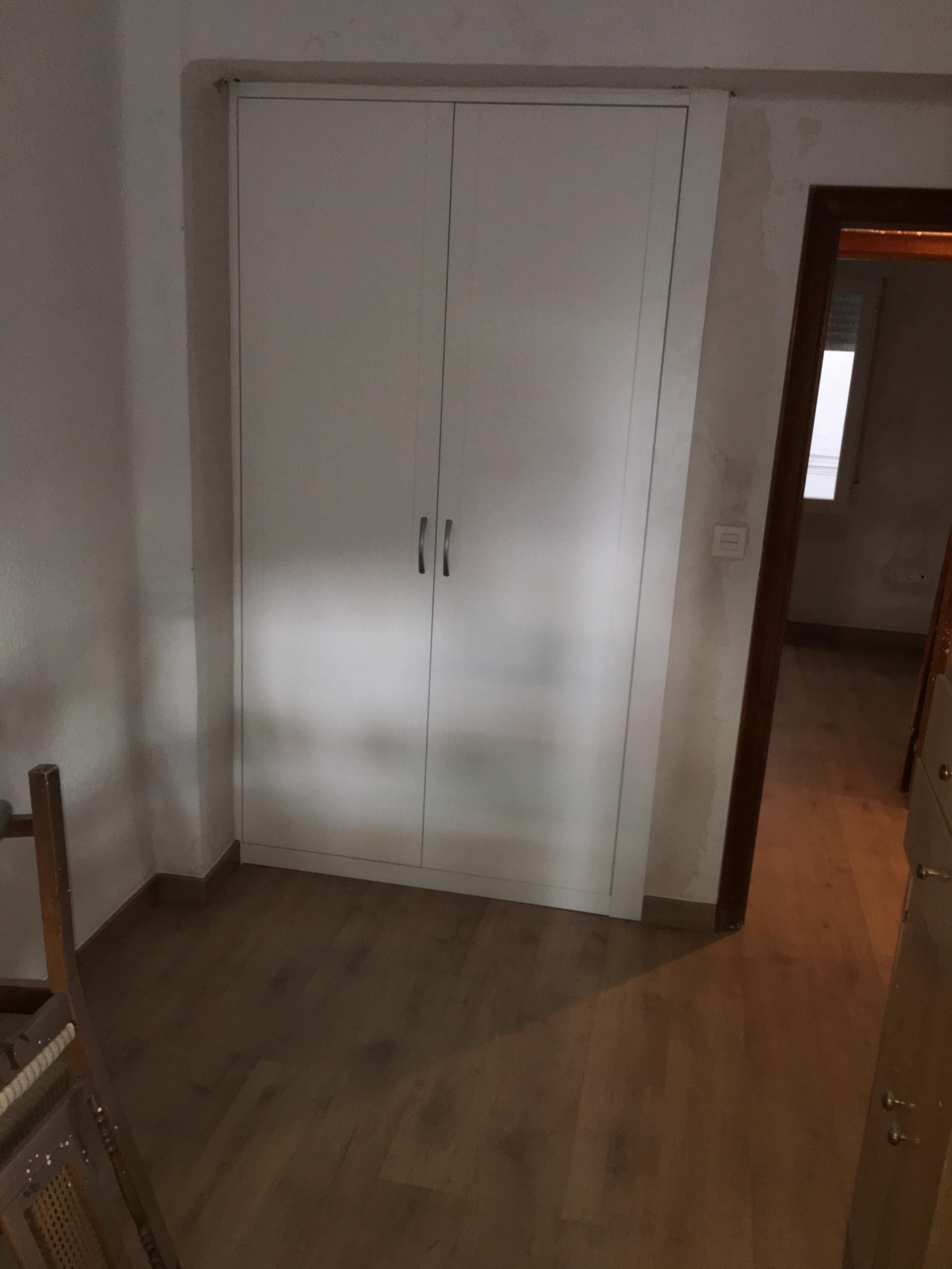 Armarios empotrados blancos cool interior armario - Puertas correderas armario empotrado ...