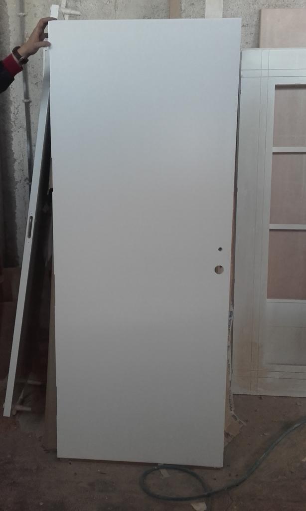 Puerta de entrada con interior blanco carpinteria - Puerta lacada en blanco ...