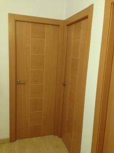 puerta-de-roble-y-haya-en-granada