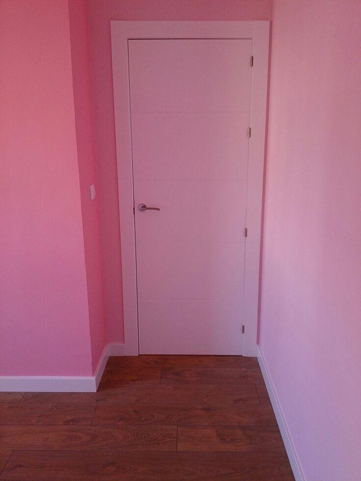 Puerta lacada en blanco con rayas movidecor 2002 sl - Puerta lacada en blanco ...