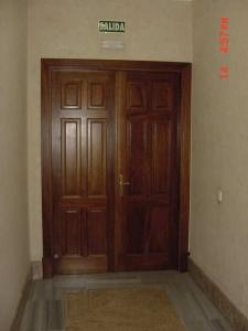 puertas-a-medida-en-granada-de-dos-hojas