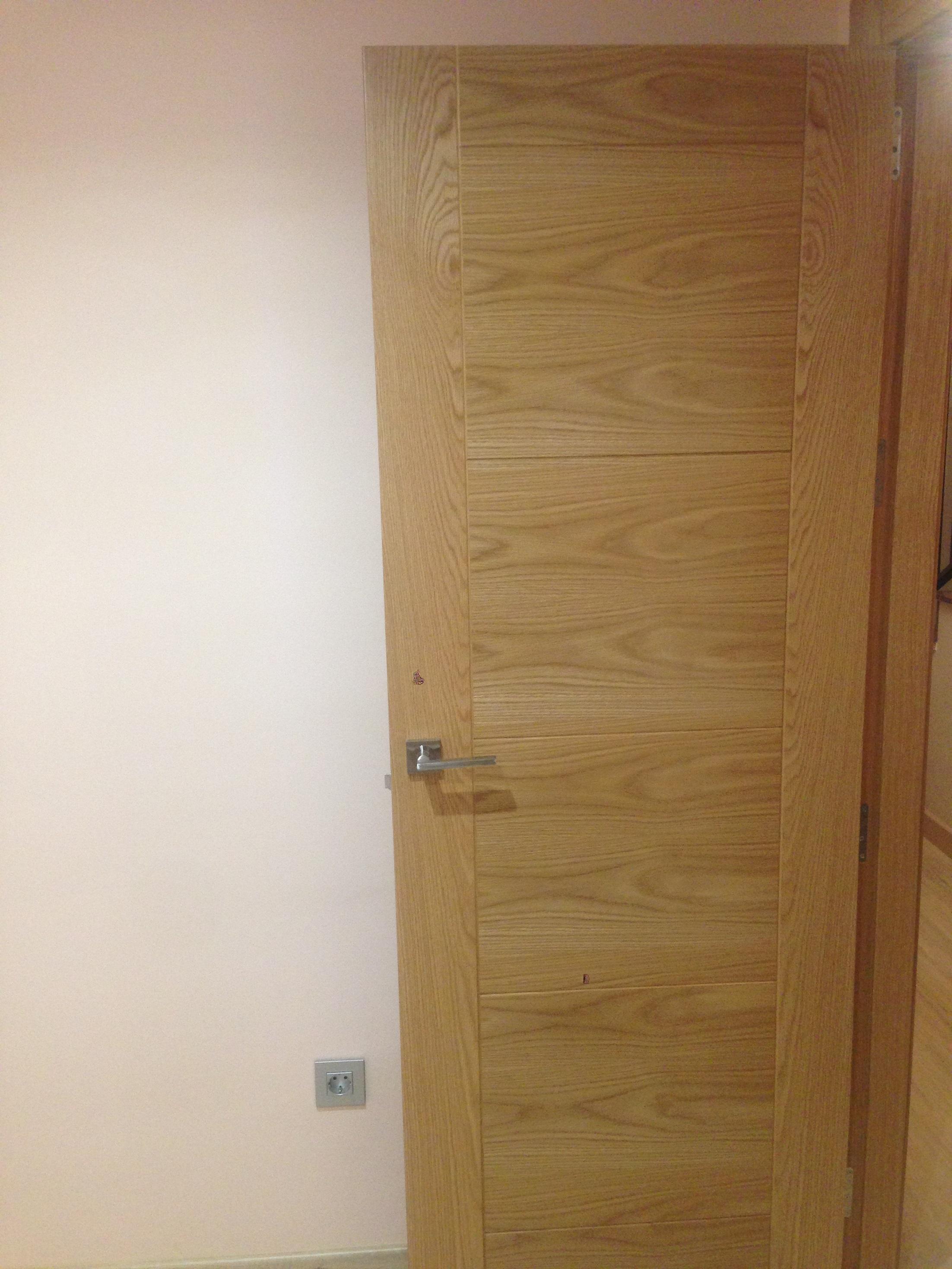 Trabajos realizados puertas de paso interior de madera for Puertas a medida