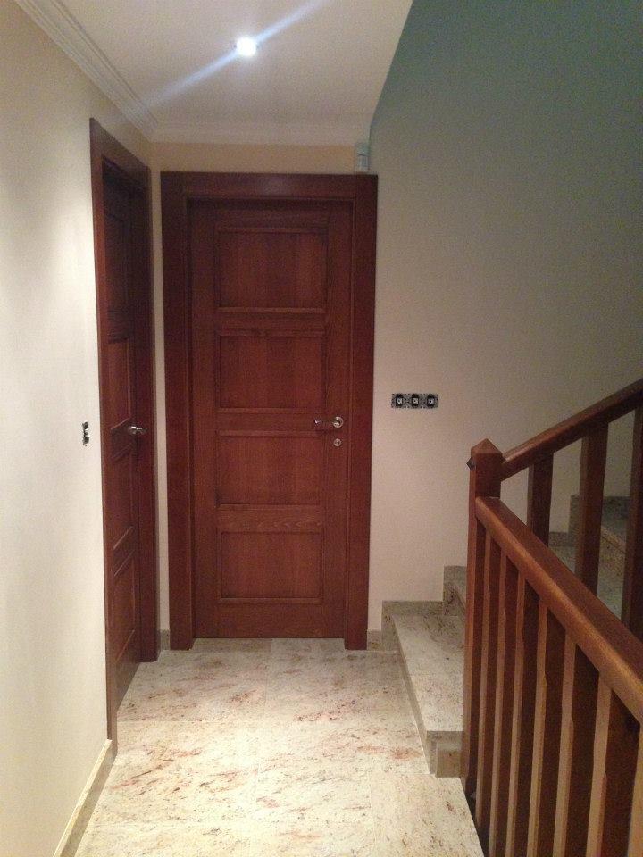 Trabajos realizados puertas de paso interior de madera for Puertas madera maciza interior