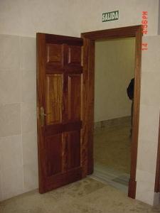 puertas-macizas-a-medida-en-granada