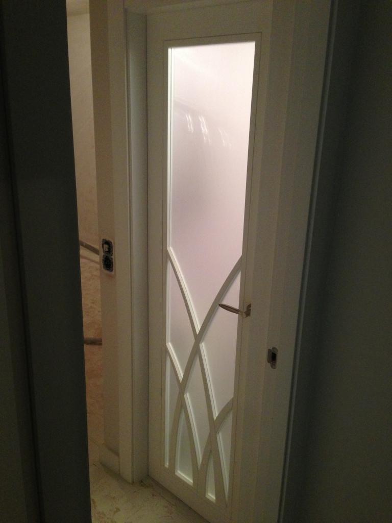 puertas-lacadas-en-blanco-con-cristales