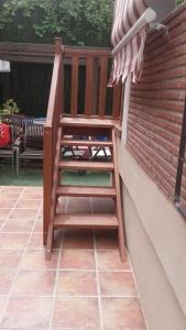 escalera de madera para jardín entrada