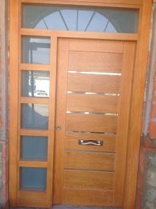 puerta de entrada con fijo de cristal