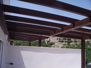 techo-de-madera-con-vigas-macizas