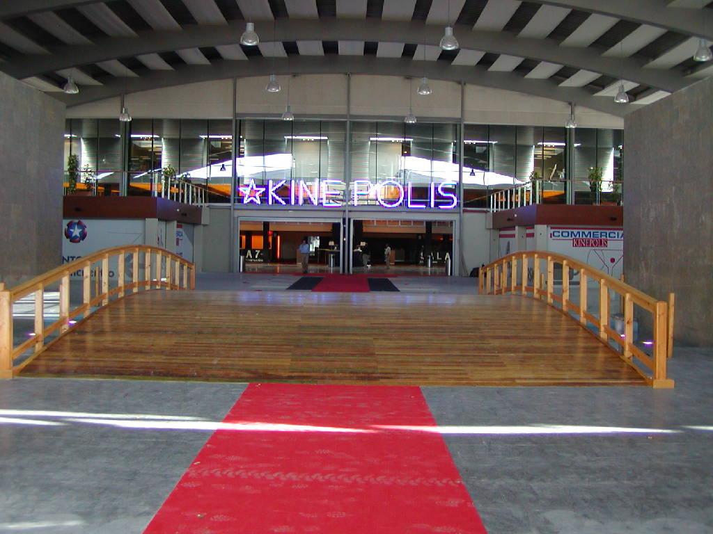 elementos de madera para centros comerciales, colegios en Granada