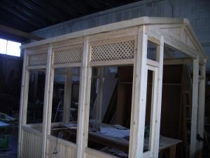 Pergola de madera sin barnizar