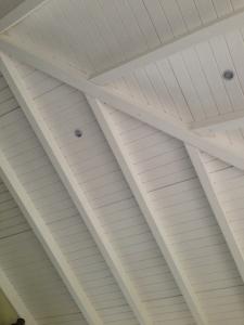 pergolas de madera lacadas en blanco