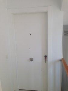 Puerta de entrada blindada lacada en blanco