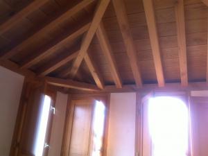 Esquinas de techos de madera