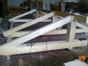 Pergola de madera en taller
