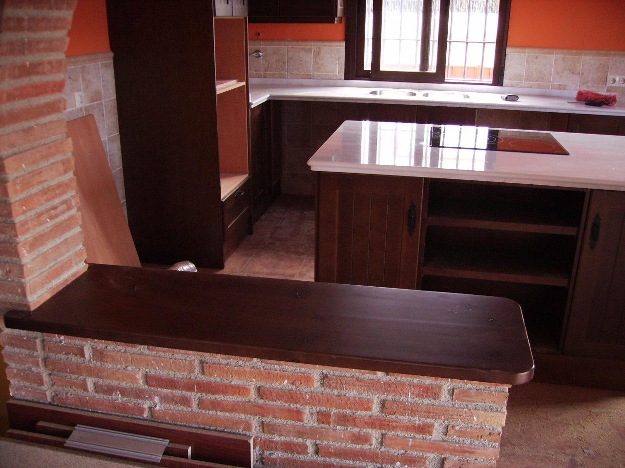 Cocinas r sticas de madera carpinteria movidecor granada - Encimeras de madera maciza ...