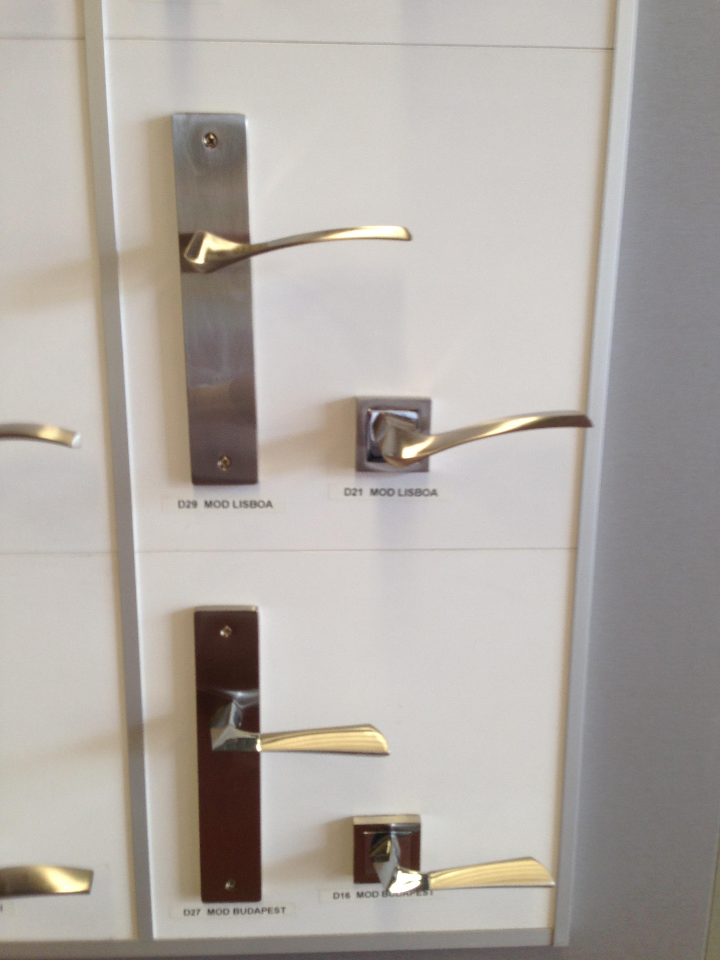 Manivelas y tiradores para puertas y armarios en granada for Armarios baratos granada