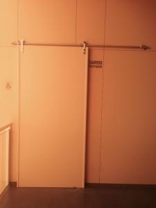 puerta-corredera-con-guias-exteriores
