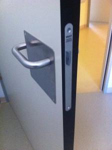 puertas especiales para baños minusvalidos