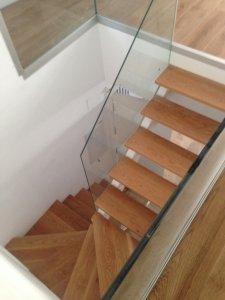 Escaleras de madera de roble con cristal