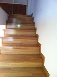 Escalones de madera en Granada