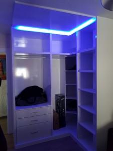 armario vestidor con luces led en Granada