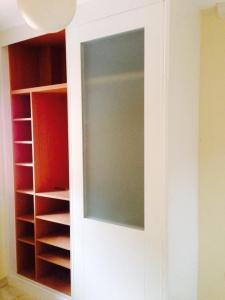 interior-de-armario-con-cristales
