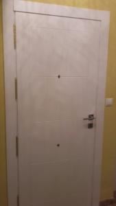Panel interior blanco para puerta de entrada