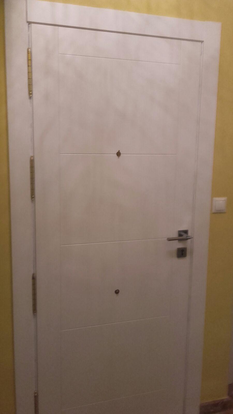 Trabajos realizados   Puertas lacadas blancas en Granada