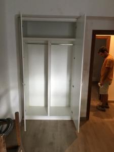 Casco de armario en melamina blanca con dos puertas abatibles
