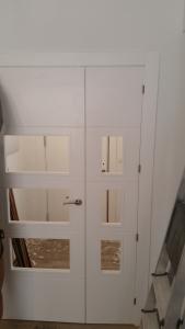 Puerta cristalera blanca