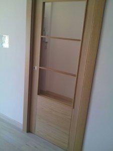 puerta-de-roble-en-granada-con-cristales