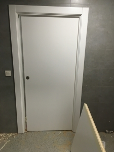 puerta-lacada-en-blanco-para-clinicas-en-granada