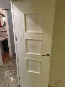 Puerta lacada en blanco con 3 cristales