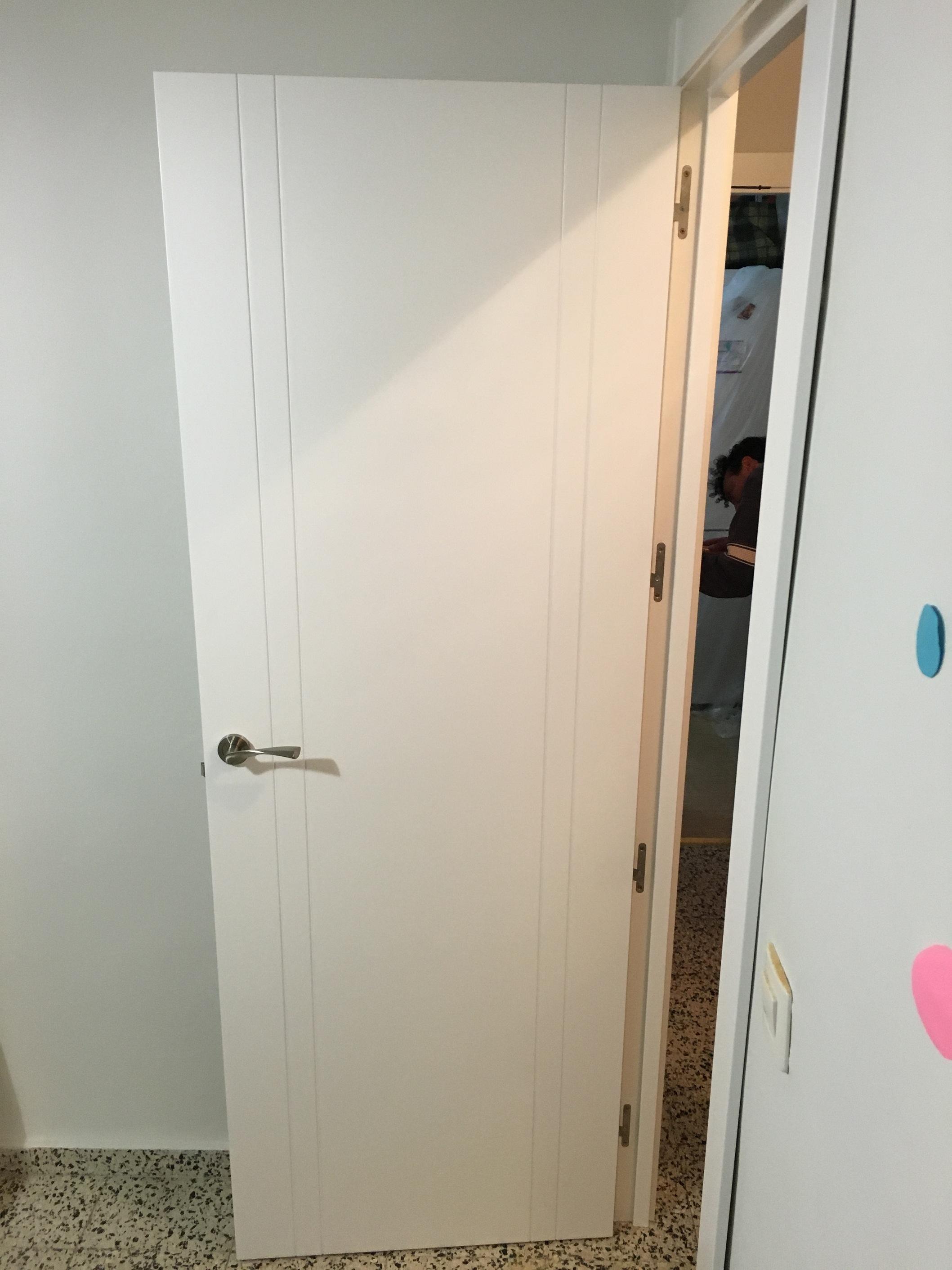 Puertas lacadas en blanco macizas de dm carpinteria for Precio puertas macizas lacadas en blanco