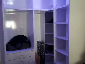 vestidor en blanco brillo con luz led