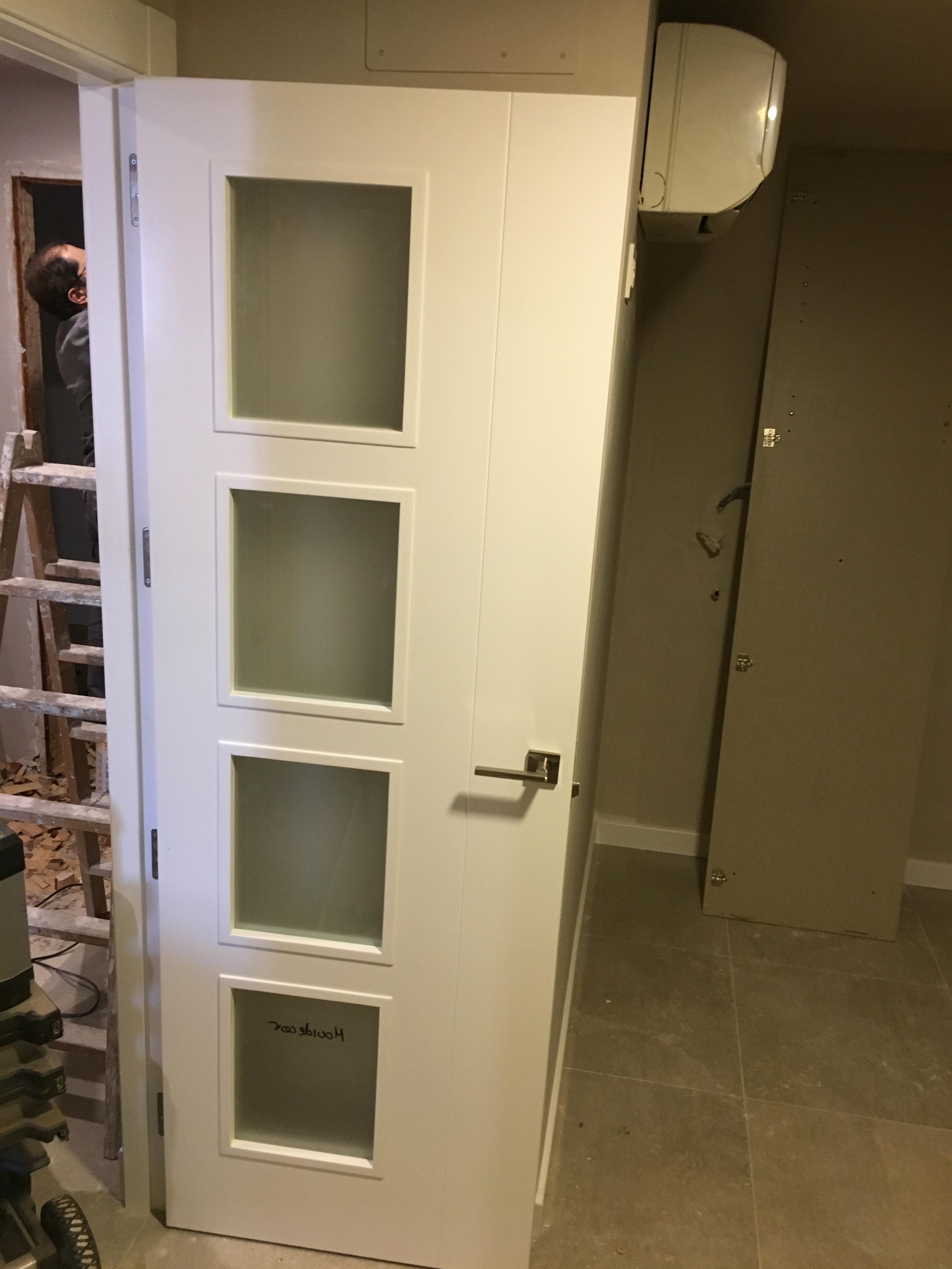 Puertas lacadas en blanco carpinteria movidecor granada - Puertas en blanco ...