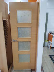 puerta de haya con cristalera