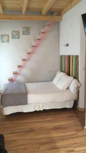 Escalera de madera para buardilla