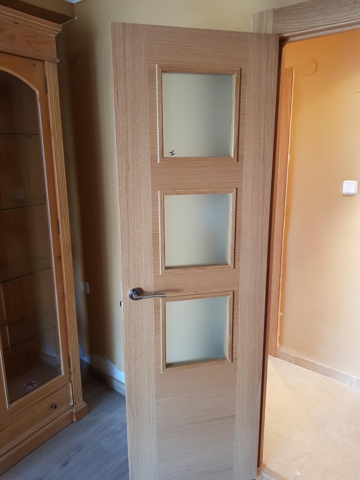 Trabajos realizados puertas de paso interior de madera for Ver puertas de interior
