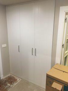 armario puertas ablatibles lacado blanco tiradores largos