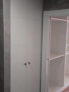 armarios puertas abatibles en Granada fabricación a medida