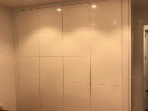 armario empotrado en Granada blanco estilo cuadrados