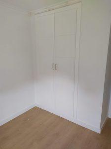 armario empotrado blanco puertas abatibles granada
