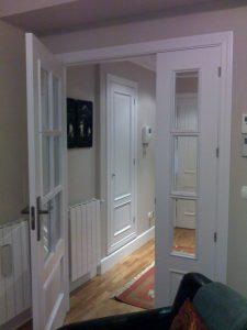 Puerta salon lacada en blanco modelo provenzal