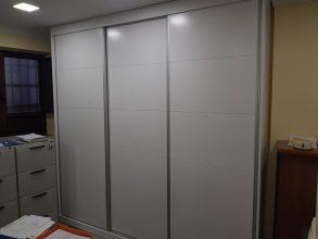 armario-estanteria-a-medida-lacado-en-blanco