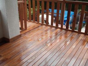 carpinteria-de-madera-en-granada-terraza-con-baranda-de-madera